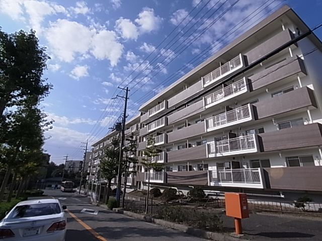 物件番号: 1111288007  神戸市北区泉台7丁目 1LDK マンション 外観画像