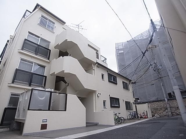 人気のファミリー物件 エアコン2台 閑静な住宅地 バイク駐輪可 広々専用庭 103の外観